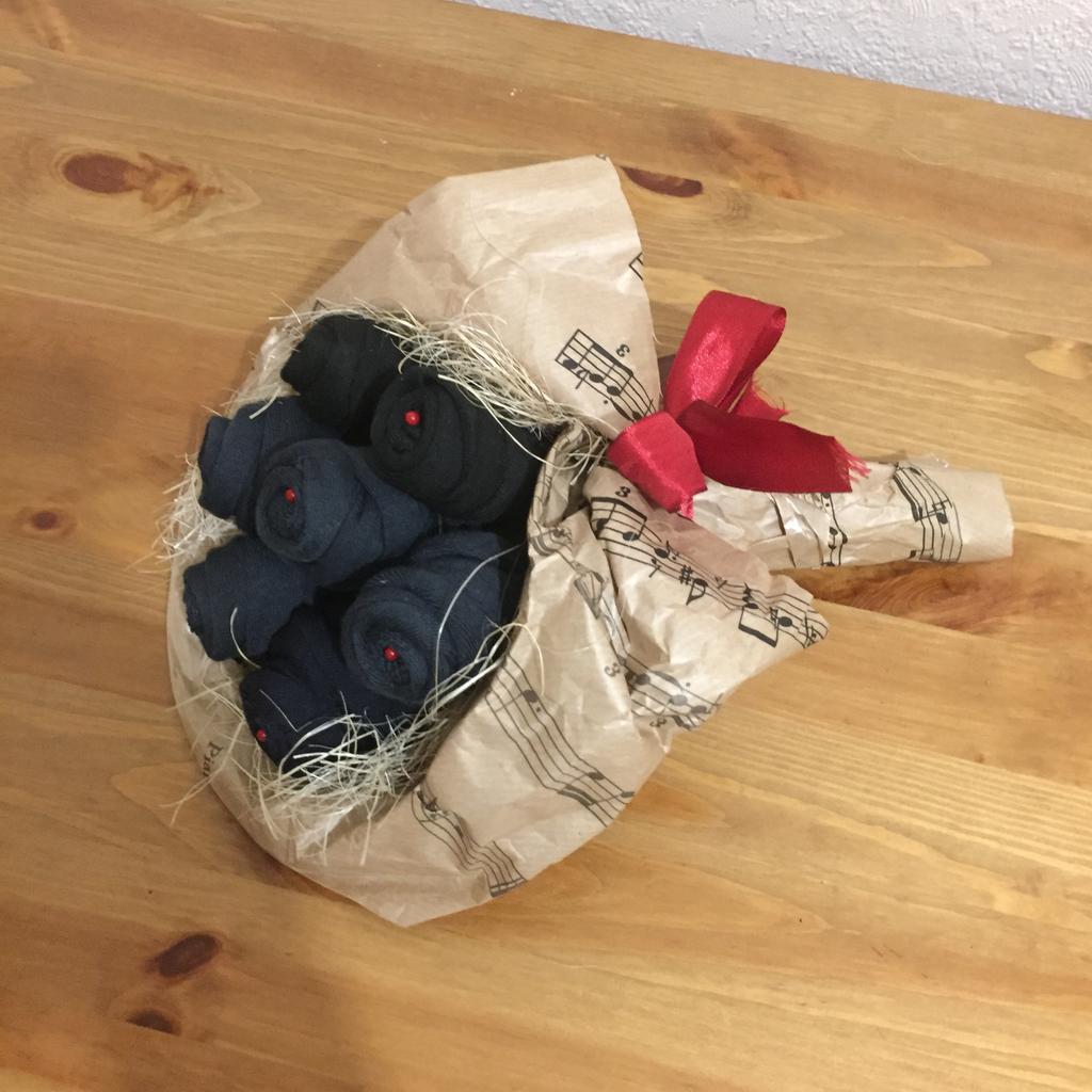 Красивый букет из носков своими руками 6