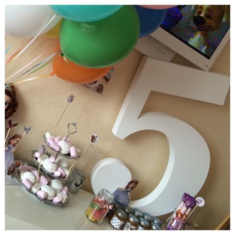 Цифра 5 из пенопласта на день рождения