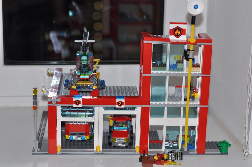 Как сделать из лего пожарную станцию
