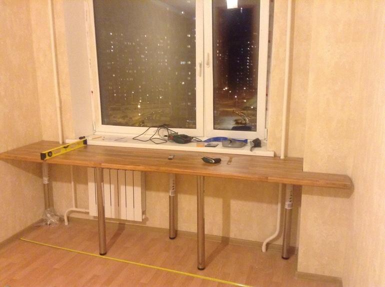 Письменный стол возле окна своими руками 1