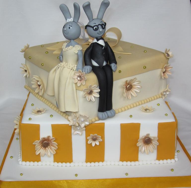 Свадебные  коробки  с  зайцами.