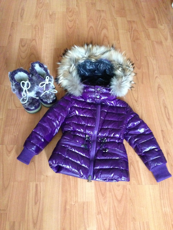 Куртку Moncler  3 года - 10000 р