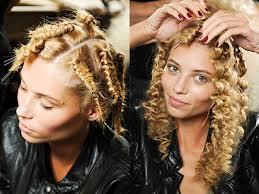 Как девочке закрутить волосы