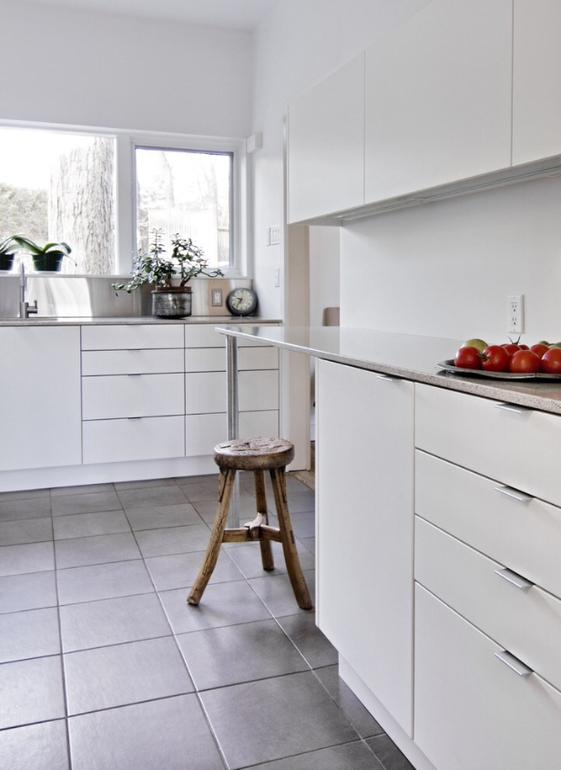 Полы для белой кухни в интерьере фото