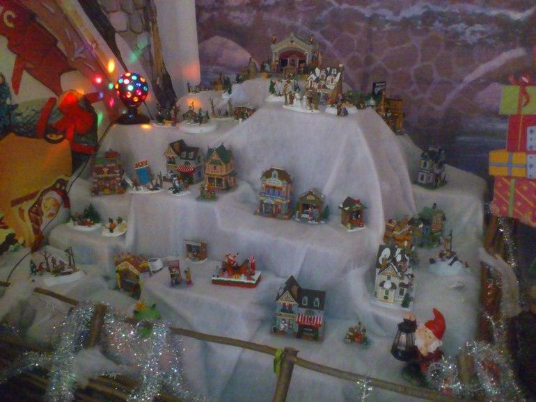 Выставка ёлочных игрушек