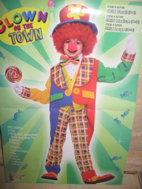 Продам детский новогодний костюм б/у цена 1000 рублей.