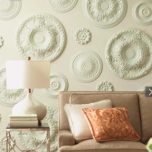 Потолочные розетки на стене в интерьере фото
