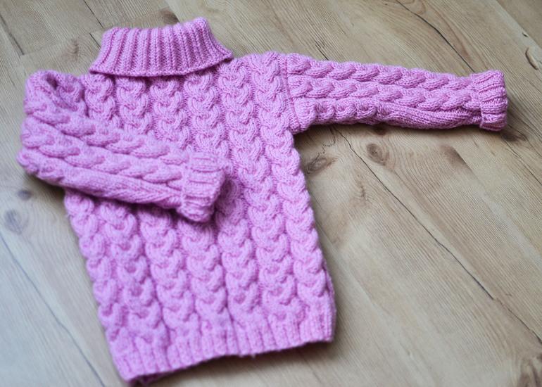 Косы. Шапочка и свитер