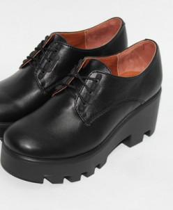 Кожаные туфли на тракторной подошве.