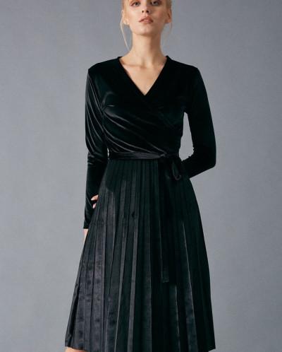 Бархатное платье с писсе