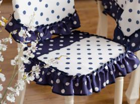 Мягкие и уютные сидушки на стулья.