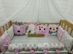 Бортики в кроватку для девочки в наличии