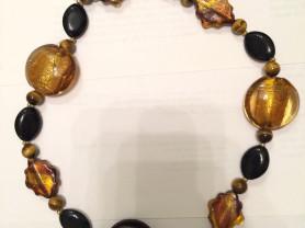 Ожерелье из сусального серебра, золота и агата.