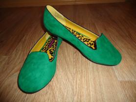 Новые женские балетки зеленого цвета.