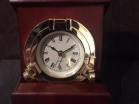 Стильные настольные часы