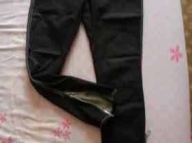 Брюки-джинсы с фасонным замком по низу размер S