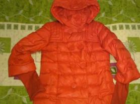 Куртка -пуховик с капюшоном ( можно отстегнуть) по