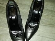 Отдам туфли р. 36, бу... На маленьком каблучке..