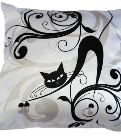 Подушка интерьерная атласная Черный кот 2, 35х35 см
