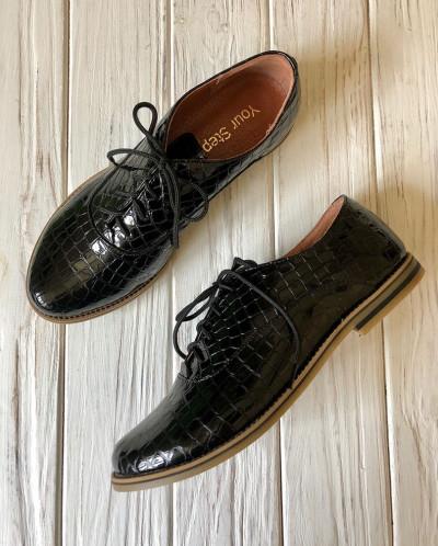 Лаковые кожаные туфли под кожу рептилии
