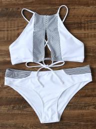 Белый модный купальник-бикини с разрезом