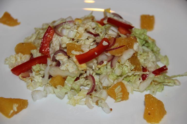 Салат  из  пекинской  капусты  с  омлетом  и  апельсином!