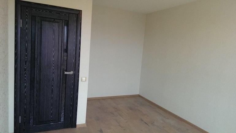 Какие  двери  в  гардеробной  поставить?
