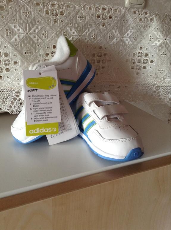 Кроссовки Adidas размер 21. Новые!