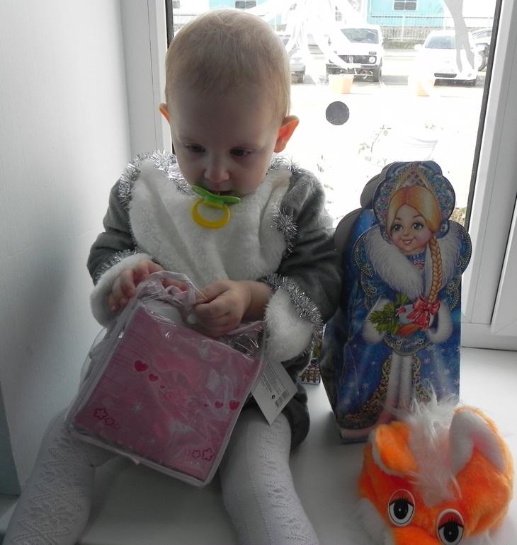Вот и мой зайчик побывала на ёлочке)))