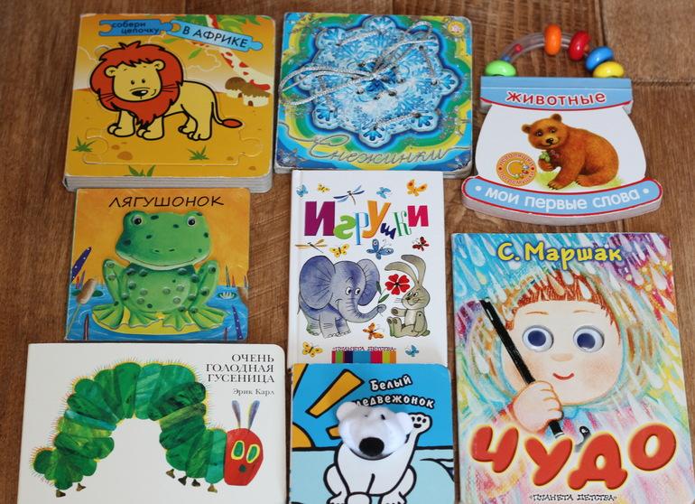 Затем, чтобы развить интерес к книгам, я стала покупать книжки-игрушки, а  потом уже со стихами и сказками. Книжки-игрушки у нас в свободном доступе. c0675a20ea2