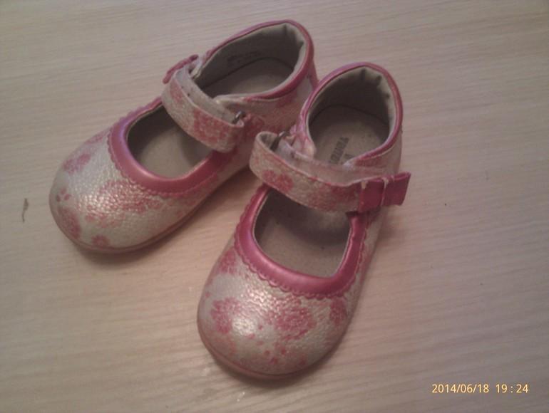Продам  туфельки  для  девочки  25  размер  !!!
