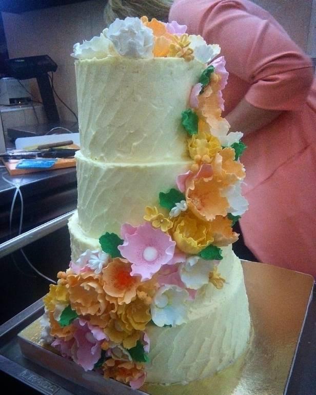 Как перевозить многоярусные торты