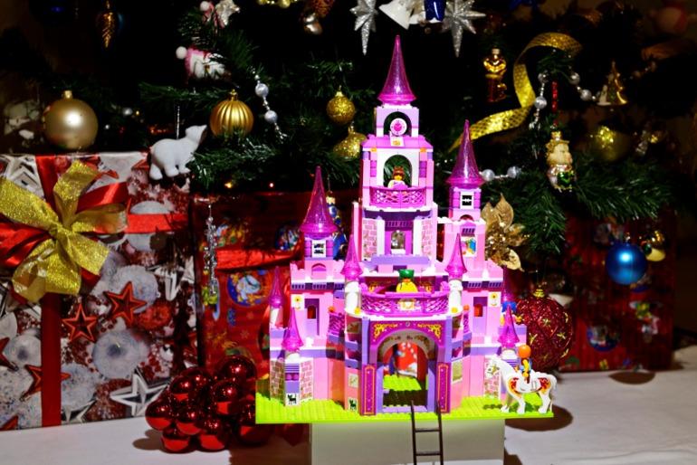 Замок  на  Рождество.