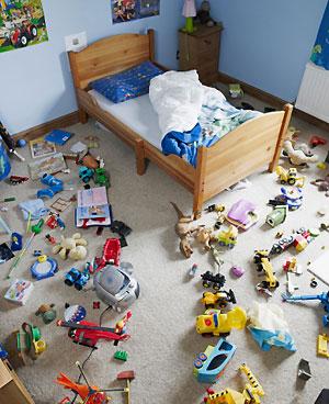 Как научить ребенка убирать в комнате