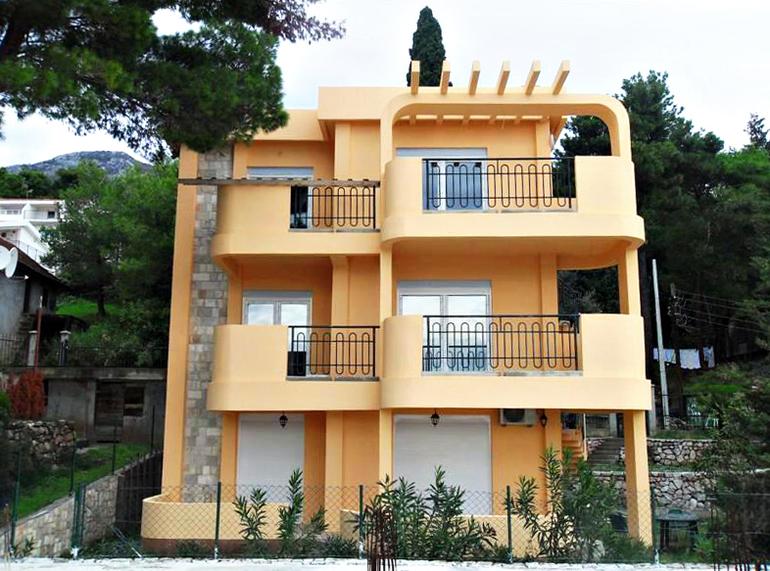 Апартаменты с видом на море в Черногории