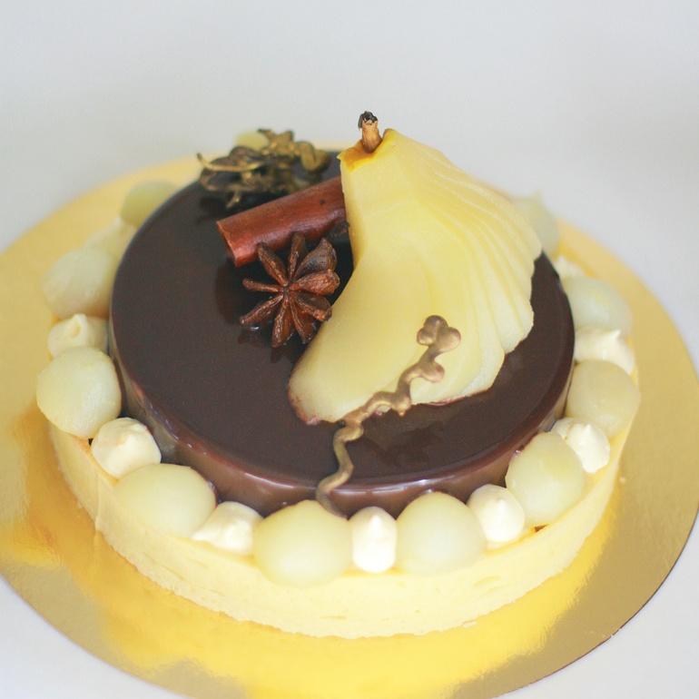 Торт с грушей в карамели