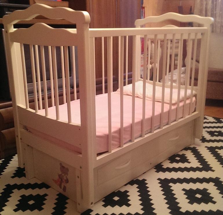 Продается детская кроватка-маятник