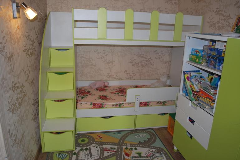 Двухъярусная кроватка для маленьких девочек)))