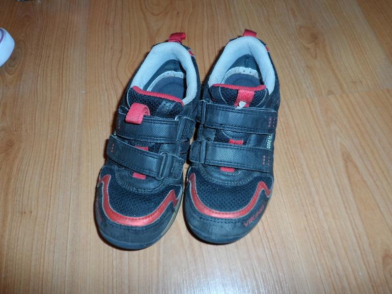 Продам кроссовки VIKING размер 30
