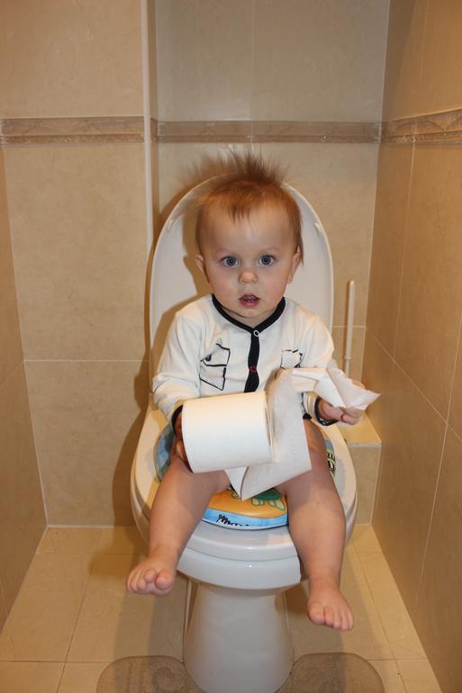 а как ходят в туалет ваши малыши? ))))