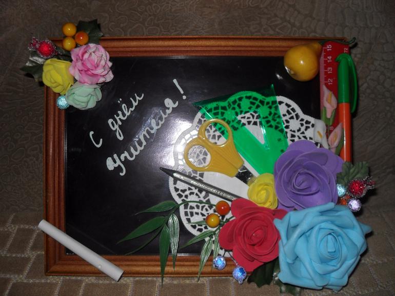 Что подарить учителю на профессиональный праздник? Наши 10 идей!