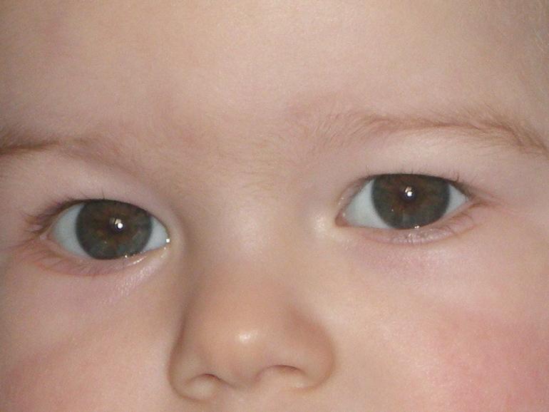 как у ваших малышей глаза становились карими