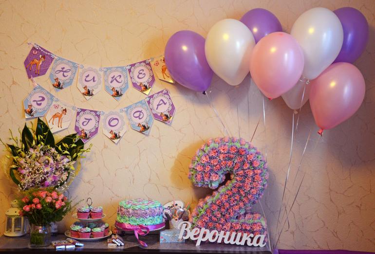 Фото как украсить комнату на день рождения ребенка 2 года своими руками фото 84