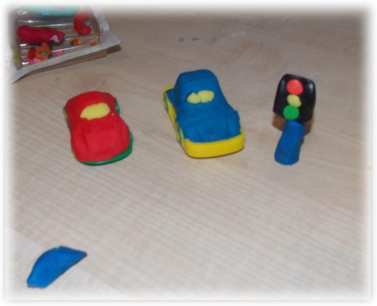 Как сделать из пластилина полицейскую машину 395