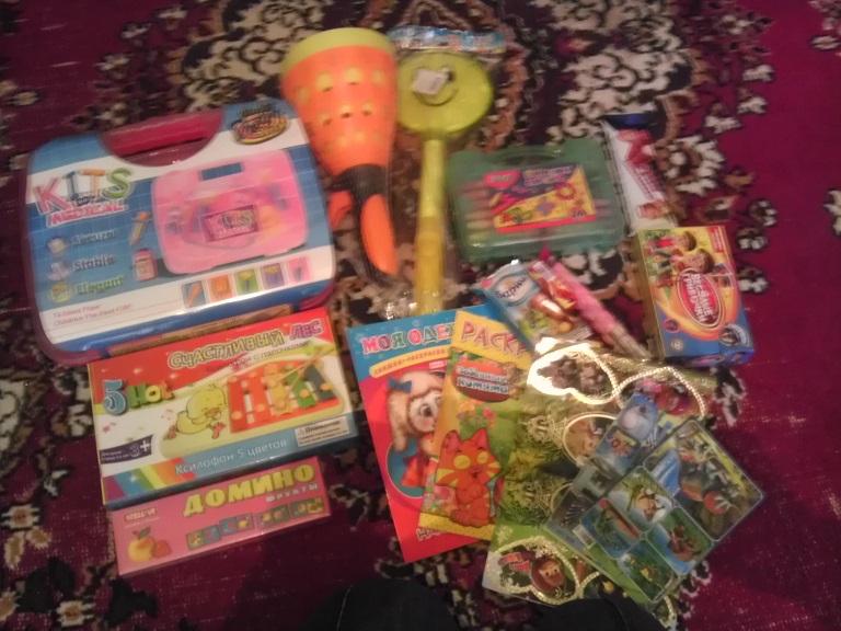 Подарочки от младшей сестренки для Амелии)