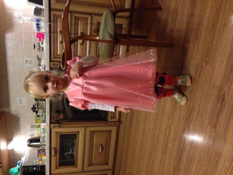 Мама сшила дочке платье трансформер 93