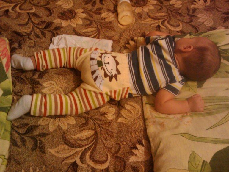 сладкая попа спит