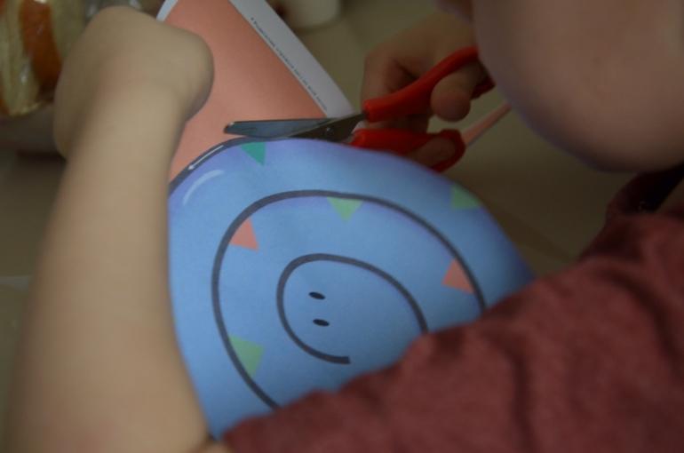 Как научить ребенка пользоваться ножницами? Закрепление навыка.
