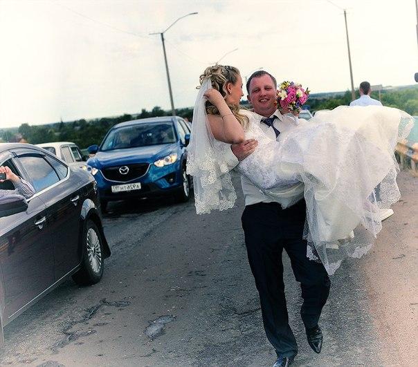 Продам свадебное платье за 6000 рублей)