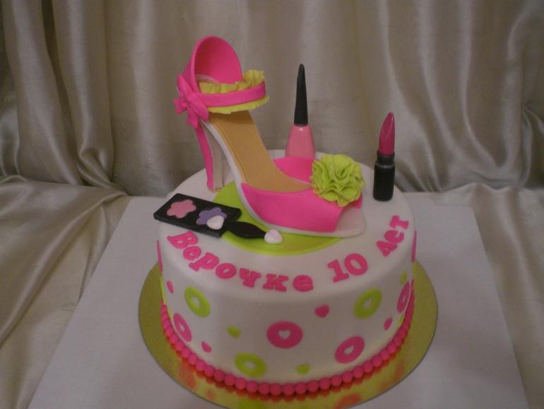 Торт с косметикой для девушки
